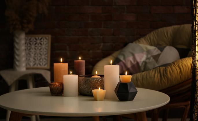 mesa de centro com velas