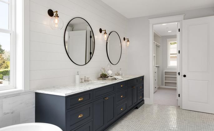 Banheiro e lavabo com perfeita iluminação - CIMA