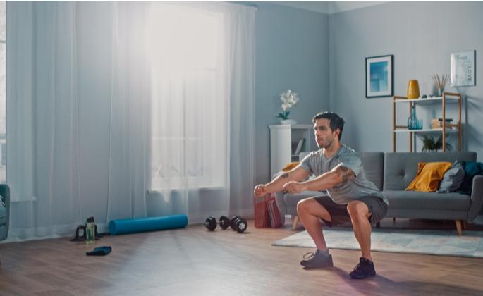 homem praticando exercícios como práticas para ter mais bem-estar - CIMA