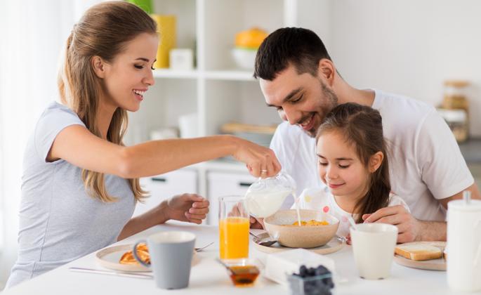 Família praticando rotina saudável