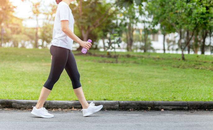 Caminhar exercita e acalma